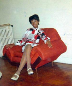 Look at my hot mom - stylin' & profilin'!